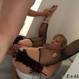 Adrianna Nicole in 'Evil Angel' Ass Wide Open (Thumbnail 7)