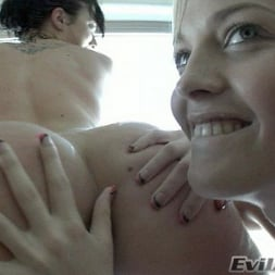 Alexis Texas in 'Evil Angel' Cabin Fever (Thumbnail 3)
