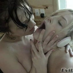 Alexis Texas in 'Evil Angel' Cabin Fever (Thumbnail 15)