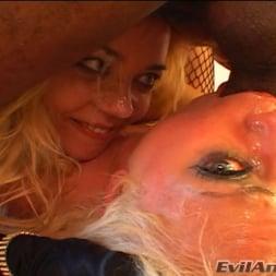 Annette Schwarz in 'Evil Angel' Gang Bang My Face 01 (Thumbnail 15)