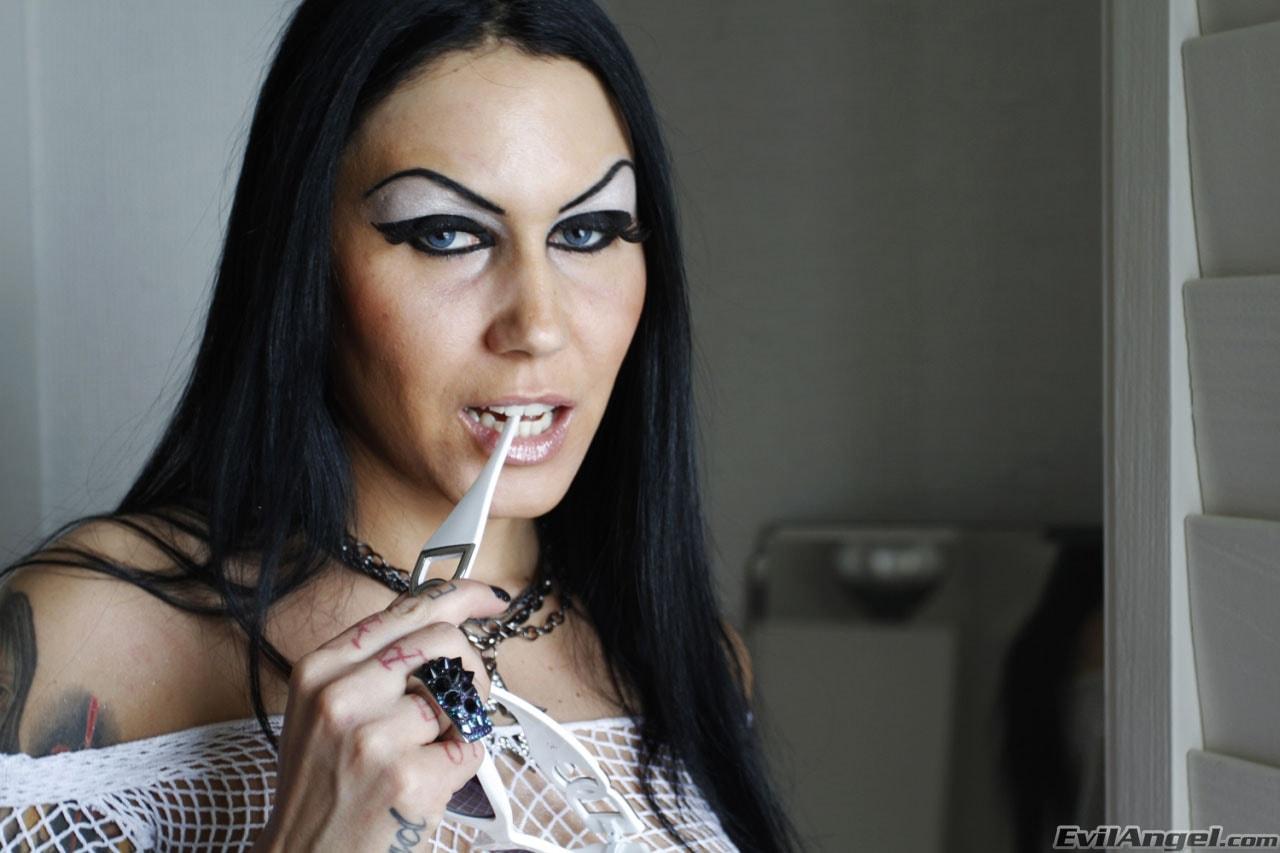 Evil Angel 'Stretch Class 4' starring Bella DellaMorte (Photo 2)