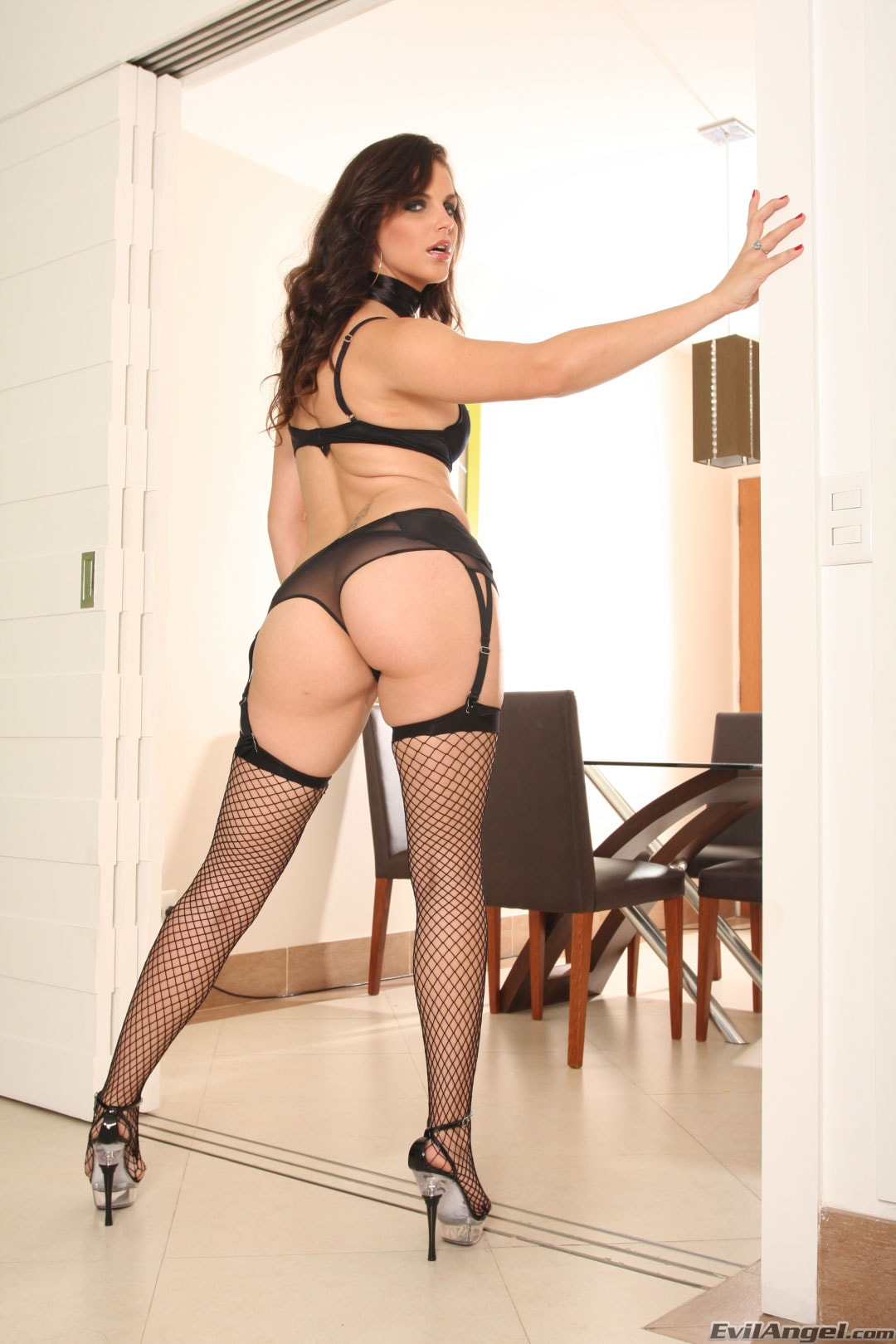 Evil Angel 'Nacho Vidal Made in Brazil 4' starring Bobbi Starr (Photo 3)