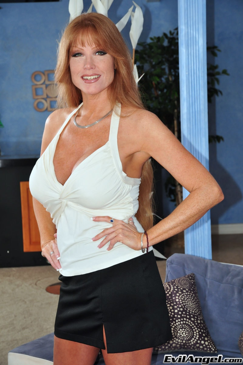 Evil Angel 'The Mommy X-Perience' starring Darla Crane (Photo 1)