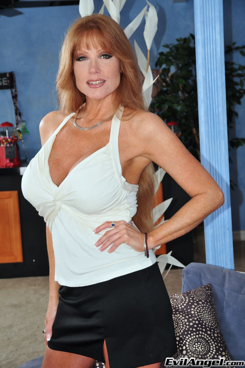 Evil Angel 'The Mommy X-Perience' starring Darla Crane (Photo 2)