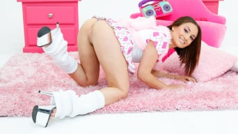 Gabriella Paltrova in 'Lil' Gaping Lesbians 06'