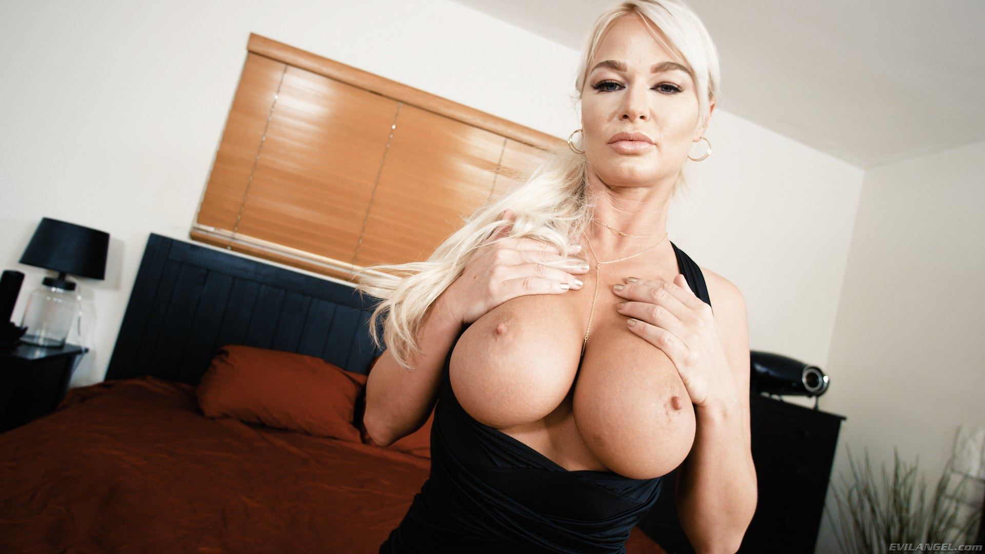 Blonde london river likes to tease with her boobs photos