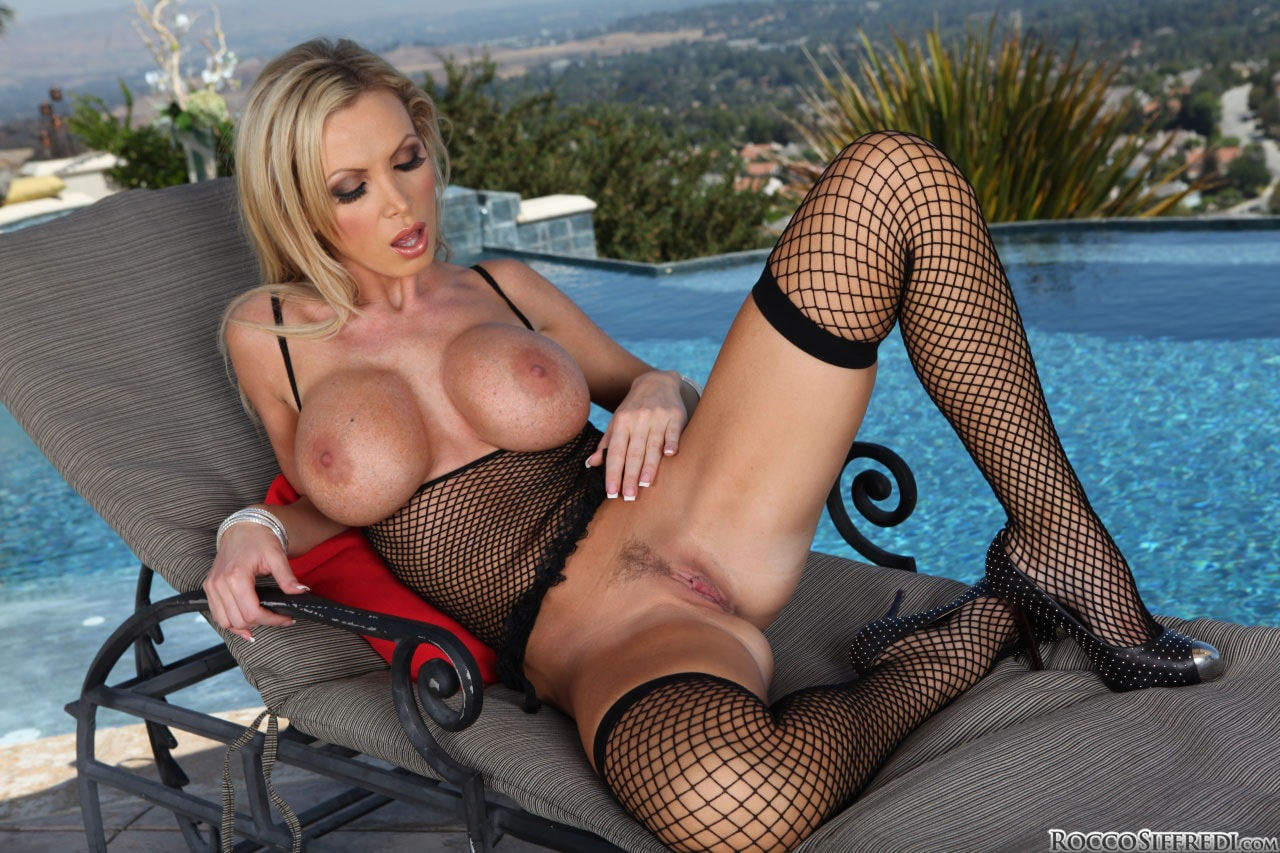 Evil Angel 'Rocco Ravishes Hollywood' starring Nikki Benz (Photo 18)
