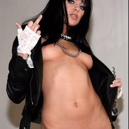 Sadie West in 'Evil Angel' Live Nude Girls (Thumbnail 4)