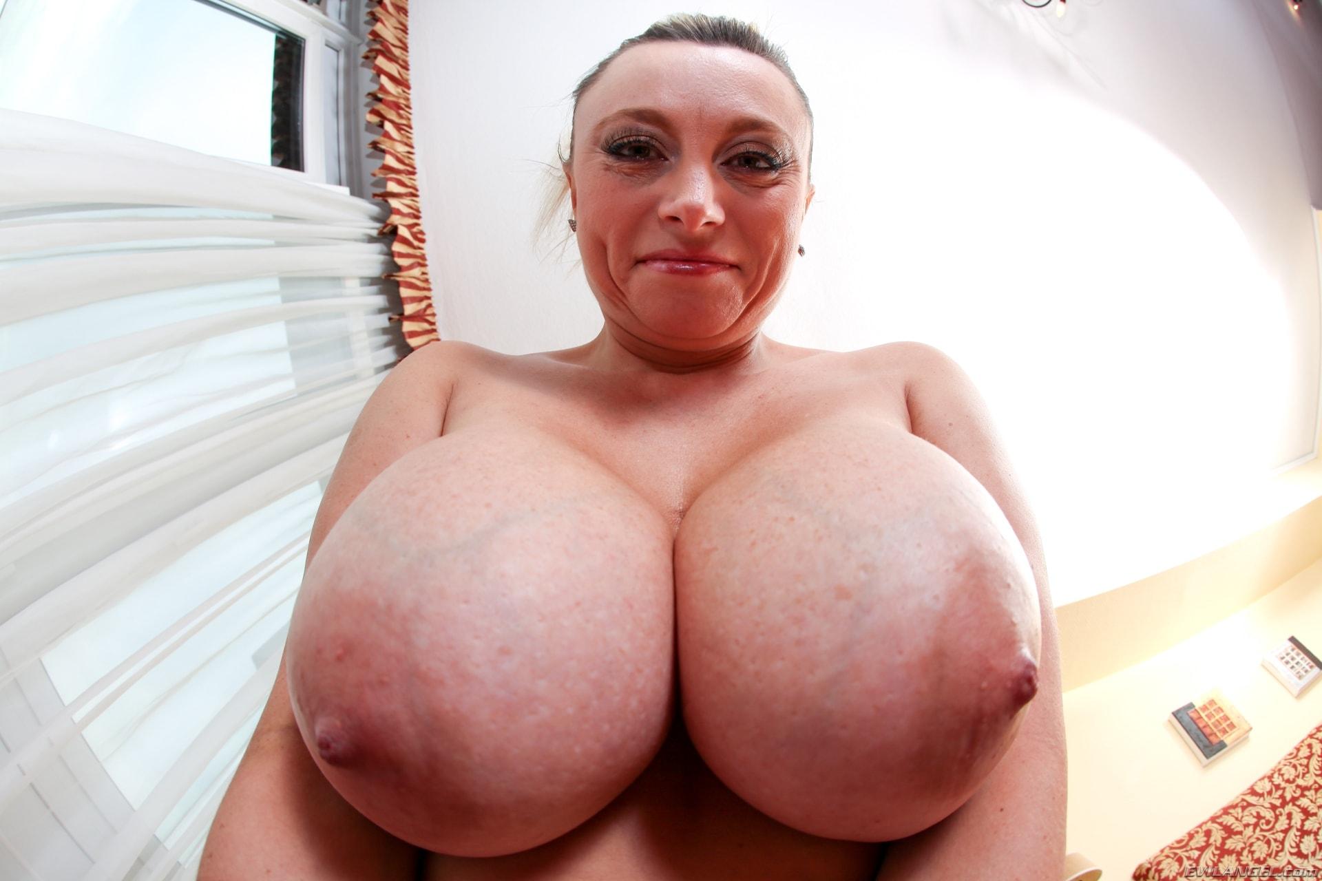Bust wench sucks cock 4
