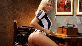 Vittoria Risi in 'Gape in Italy'